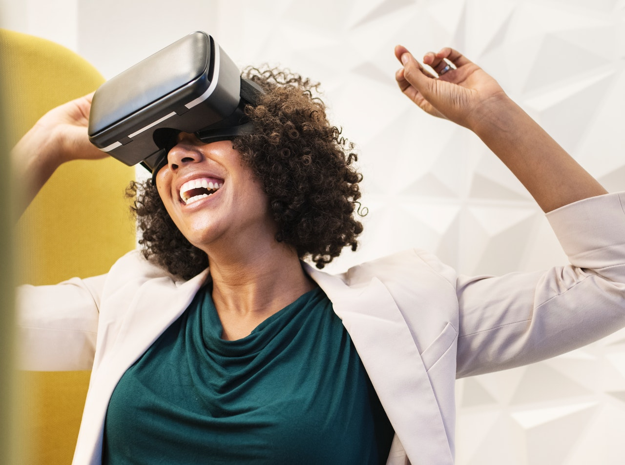 Should your business consider Virtual Reality? VR Benefits and ROI